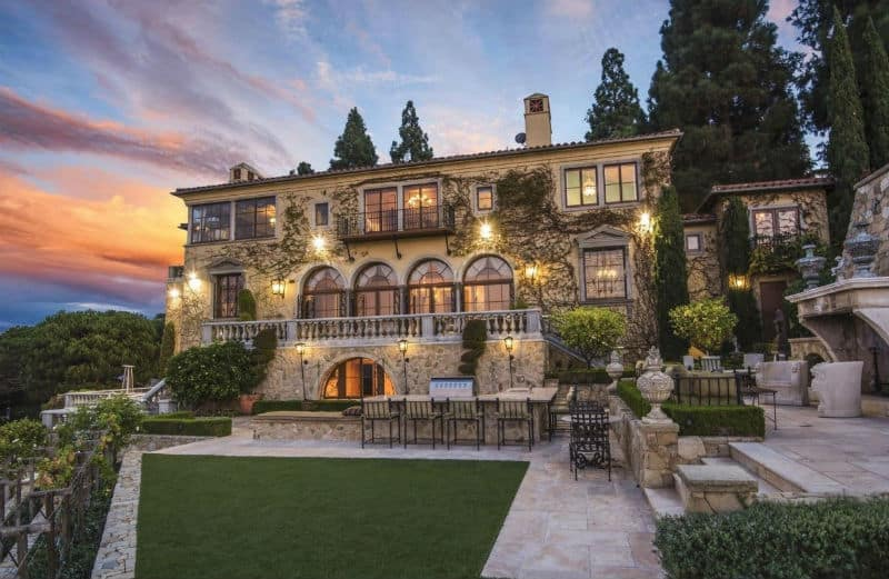 A Romantic Palo Verdes Estates Mansion #California #realestate #palosverdes #mansion #dream #homes #estates #beautiful #mansions #homesweethome #luxuryhomes #dreamhomes #homesforsale #luxurylifestyle #beverlyhills #BevHillsMag