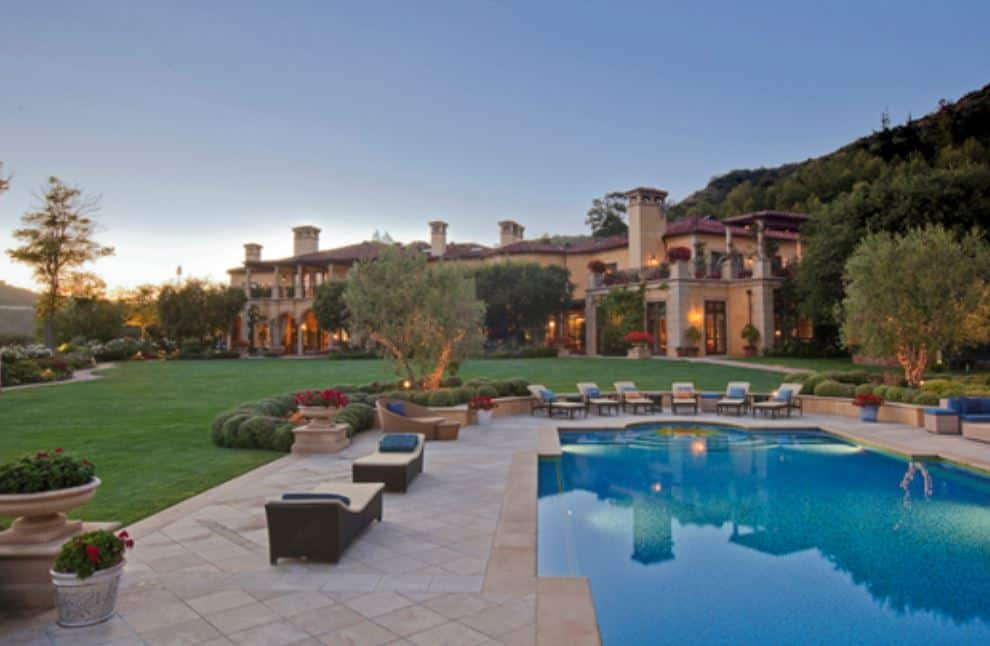 Majestic beverly hills mansion beverly hills magazine for Luxury houses in beverly hills