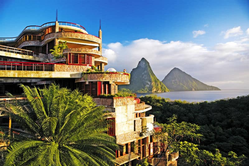 Vacation at the Luxurious Jade Mountain #vacation #travel #bucketlist #beverlyhills #beverlyhillsmagazine #caribbean #beach #resorts #jademountain
