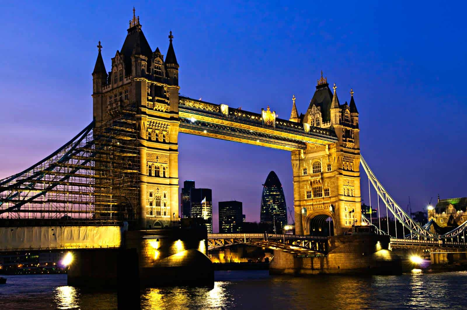 Luxury-Travel-Magazines-Exclusive_Escapes_London_Beverly_Hills_Magazine-Travel-to-London