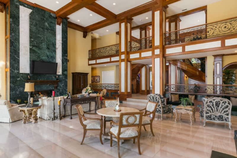 Shaquille O'Neal Mansion For Sale $28 Million #luxury #homes #celebrity #realestate #manions #beverlyhills #beverlyhills #bevhillsmag