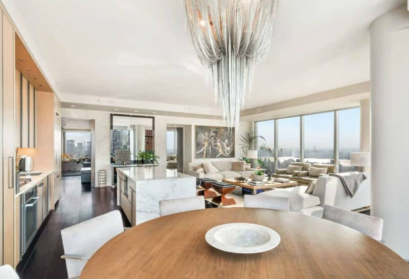 Tom Brady & Gisele Bundchen NYC Apartment For Sale $13,950,000 #beverlyhills #beverlyhillsmagazine #luxury #realestate #homesforsale #newyork #nyc #newyorkcity #dreamhomes #celebrities