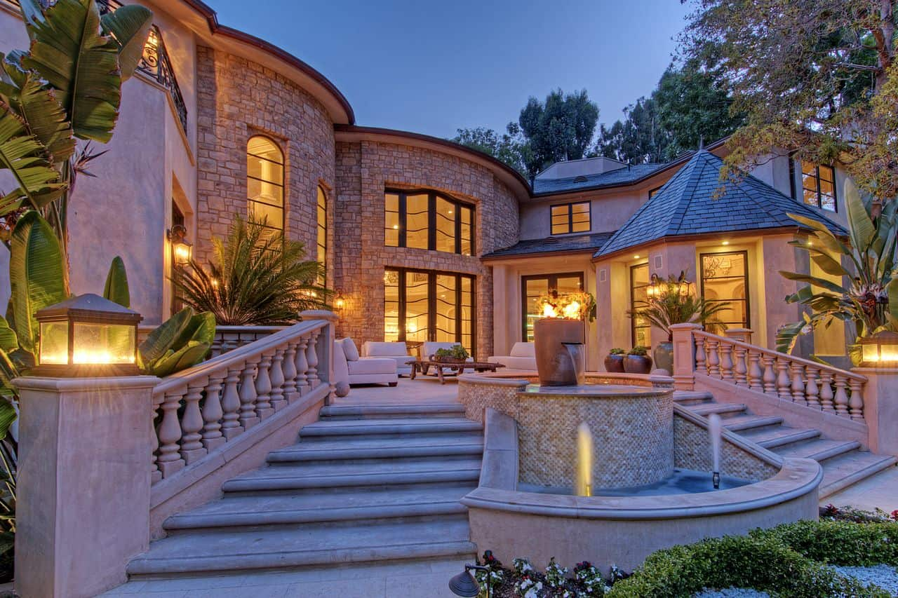 Bel air mansion beverly hills magazine for Pictures of luxury homes