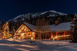 Lone Mountain Ranch #BigSky #montana #usa #exclusiveescapes #vacation #luxurylifestyle #travel #luxury #hotels #exclusive #getaway #destinations #resorts #beautiful #life #traveling #bucketlist #beverlyhills #BevHillsMag #cowgirls