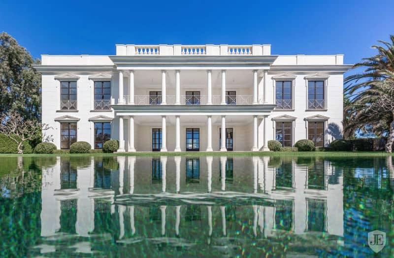 Stunning Marbella, Spain Dream Home $18,150,000 #beverlyhills #beverlyhillsmagazine #luxury #realestate #homesforsale #marbella #spain #dreamhomes #beverlyhills #bevhillsmag #beverlyhillsmagazine