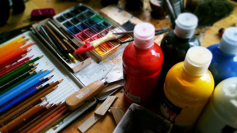 Best Reasons To Try Acrylic Painting #paints #creativity #painting #beverlyhills #beverlyhillsmagazine #bevhillsmag #paint