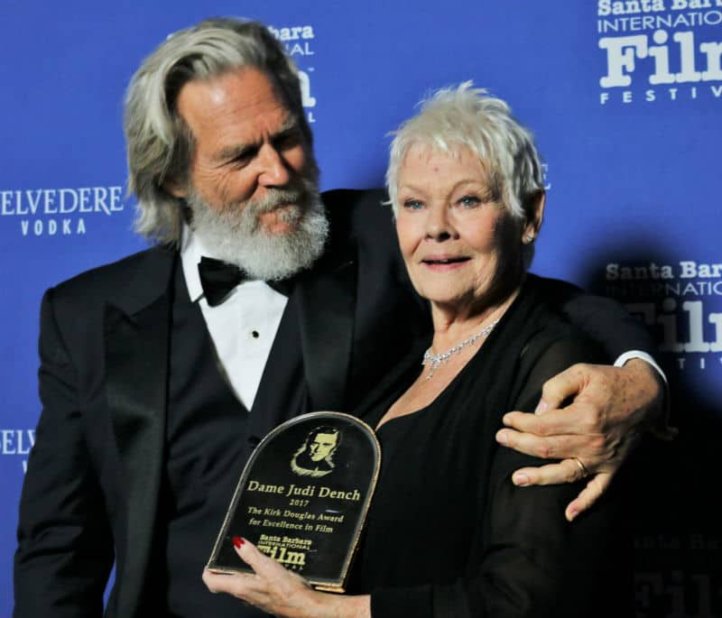 Actor Jeff Bridges presents Dame Judi Dench Kirk Douglas Award (Photo by Bonnie Carroll)