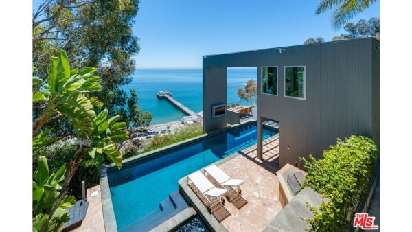 Newlywed real estate mistakes beverly hills magazine for Buy house in malibu