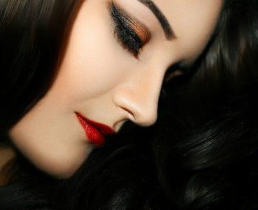 Tips To Buy The Perfect Hair Straightener. SHOP NOW!!! #beautiful #hair #hairstyles #bevhillsmag #beverlyhillsmagazine #beverlyhills