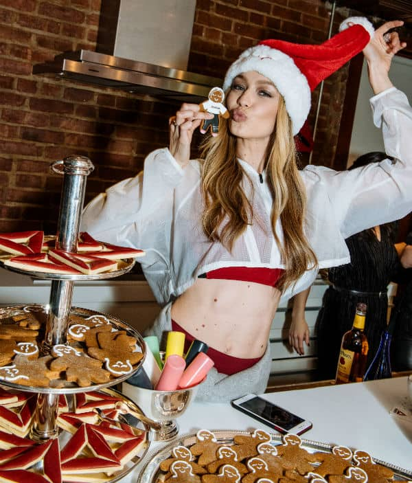 Gigi Hadid Loves Christmas!!!