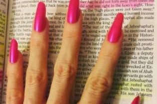 How To Get Beautiful, Natural, Long Nails. #BevHillsMag #beverlyhillsmagazine #beauty #nails