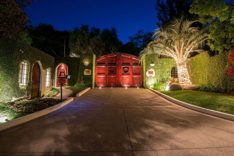 Cher's Beverly Hills Mansion For Sale $68Million #beverlyhills #beverlyhillsmagazine #luxury #realestate #homesforsale #celebrity #celebrityhomes #cher #realestate #dreamhomes #beverlyhills #bevhillsmag #beverlyhillsmagazine