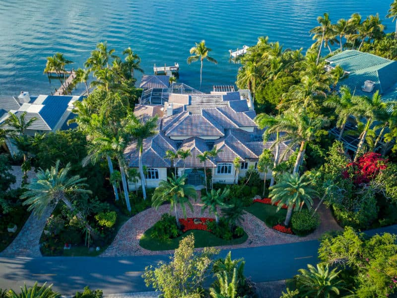 Kathie Lee Gifford Mansion For Sale #celebrity #homes #dreamhomes #beverlyhillsmagazine #BevHillsMag