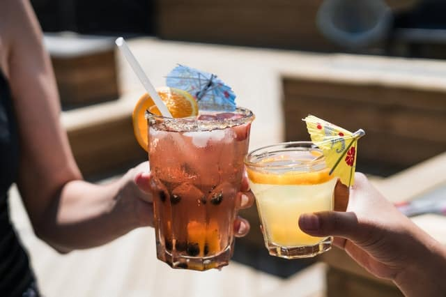 Tips To Hosting An Elegant Outdoor #Summer Party #BevHillsMag #beverlyhillsmagazine #beverlyhills