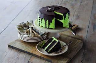 #Royal Recipes by Carolyn Robb: Chocolate Mint Cake #recipe #crumble #cake #recipes #food #cook #cooking #beverlyhills #beverlyhillsmagazine #carolynrobb #rockyroad #desserts #celebritychef #chef #chocolate #cake #mint #dessert
