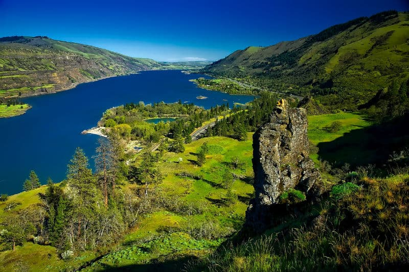 Travel to Columbia River Gorge #vacation #travel #beverlyhills #beverlyhillsmagazine  #bucktelist #bevhillsmag #vacations