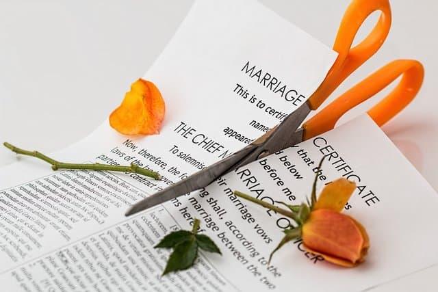 The Worst Divorces in #Hollywood History #divorce #celebrities #beverlyhills #beverlyhillsmagazine #bevhillsmag